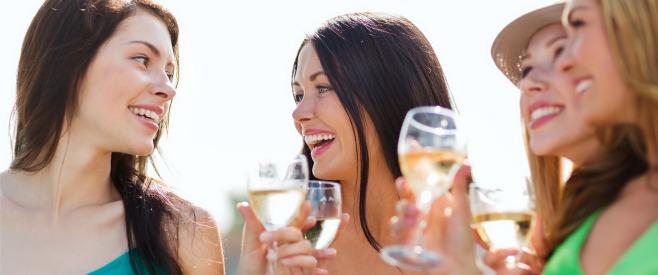 女性の方がかかりやすい?アルコール依存症と対策のイメージ画像