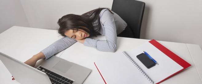 体も心も疲れる…女性で残業が多いことで出る害はのイメージ画像